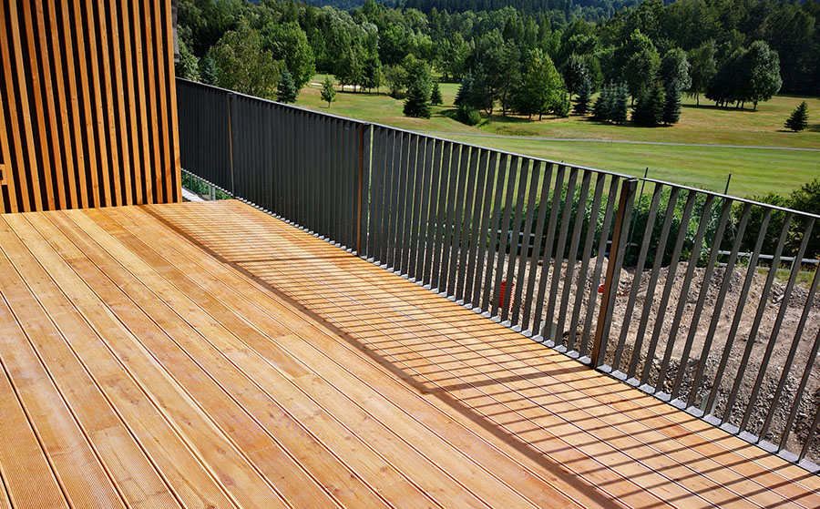 Uno spazio esterno solo in legno?